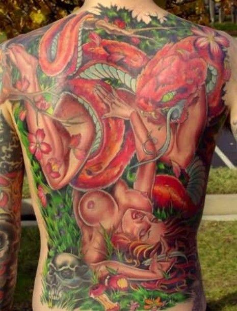 kobieta i ośmiornica tatuaże na plecach