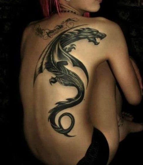 tatuaż smok na plecach