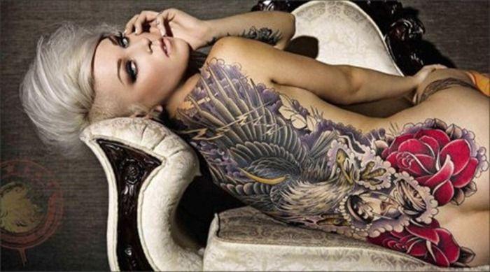 tatuaż na plecy dla kobiety