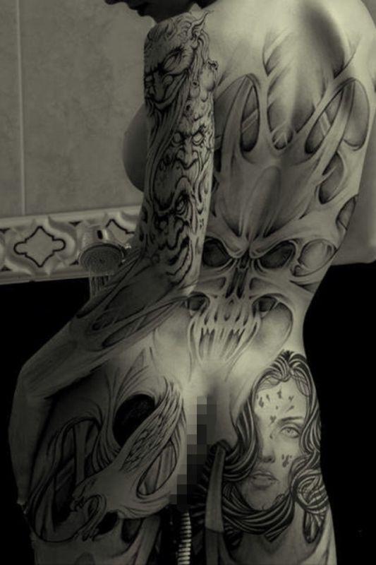 demony tatuaże na plecach