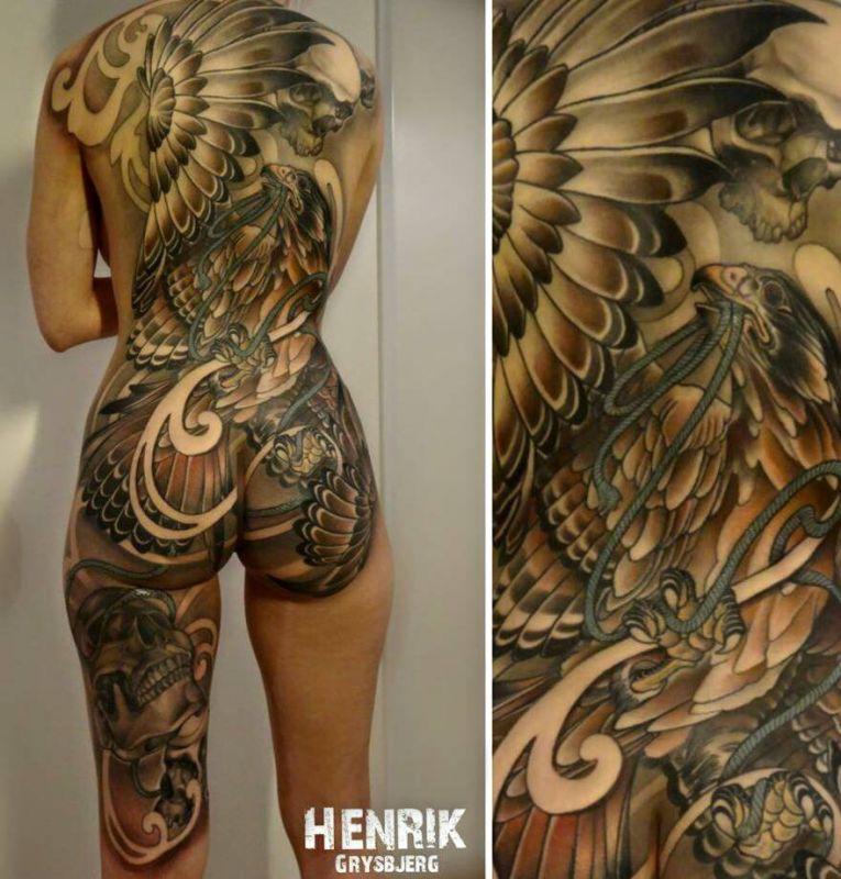 feniks czaszka piękny tatuaż