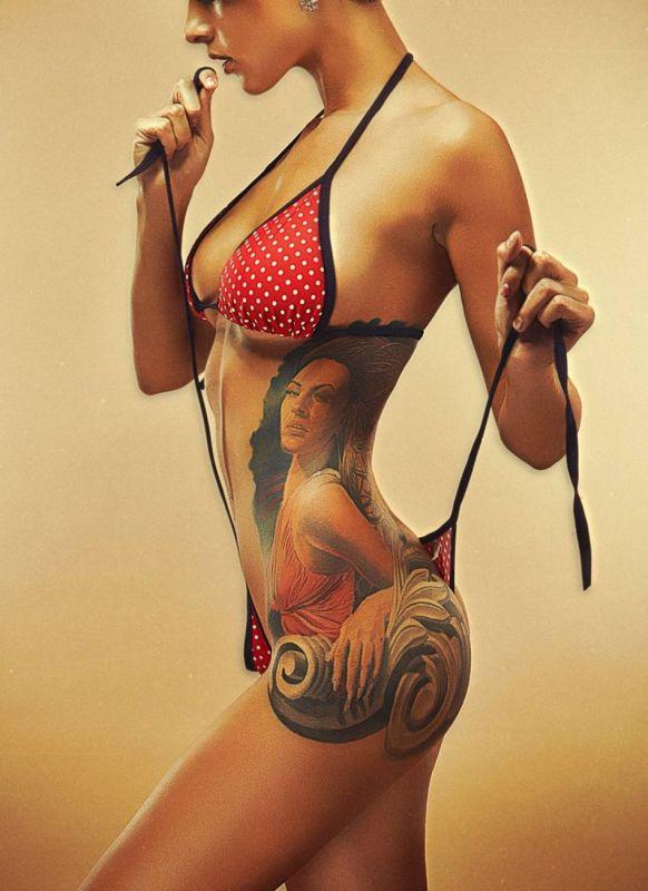 tatuaż kobieta na biodrze