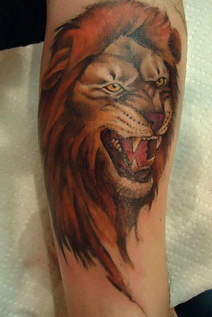 lew tatuaż na ręce