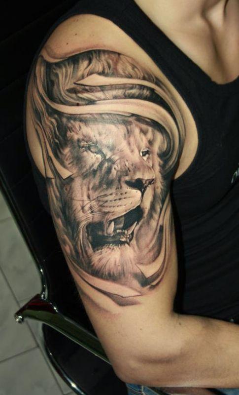 lew tatuaż