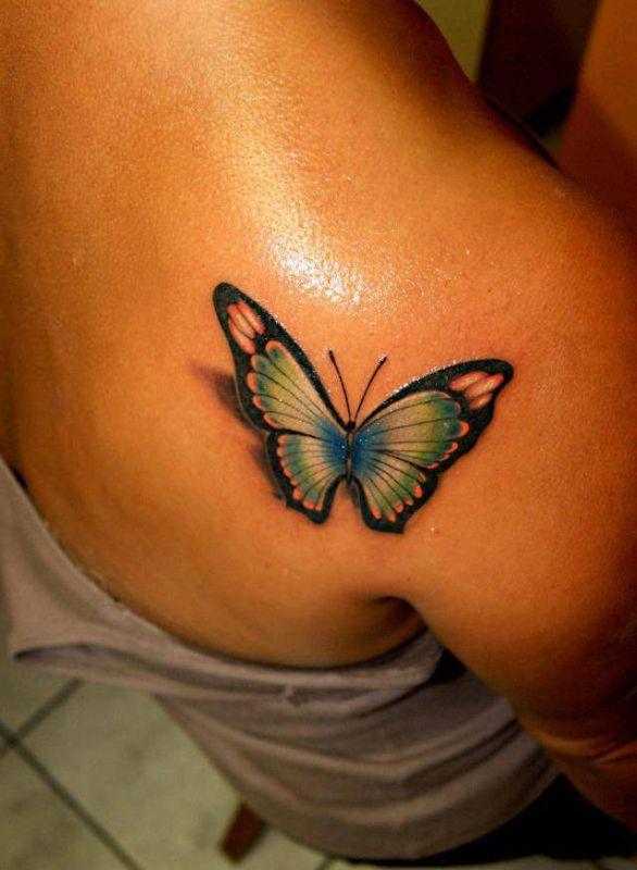 motyl tatuaż na łopatce