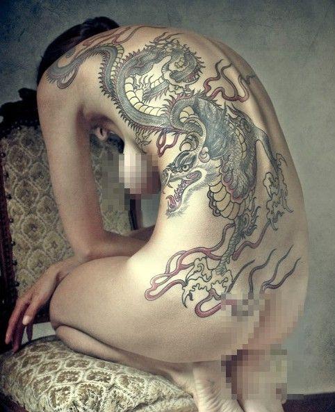tatuaże smoki na plecach