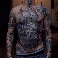 śmierć tatuaż na brzuchu