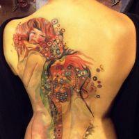 kobiety wytatuowane na plecach