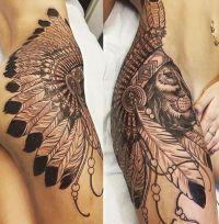 indianin tatuaż na biodrze