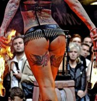 jaskółki tatuaże na udach
