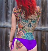 czaszka tatuaż na plecach dla kobiety