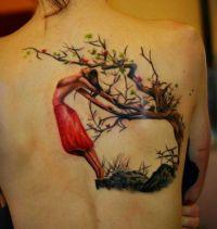 kobieta przy drzewie