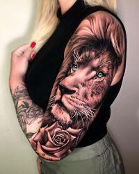 Lew tatuaż na ramieniu