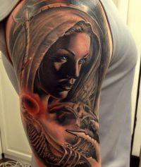biomechanika anioł tatuaż na ramieniu