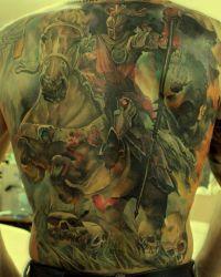 bitwa, tatuaż na plecach