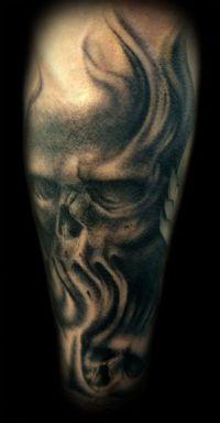 czaszka tatuaż na ręce