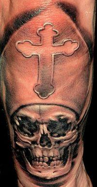 czaszka i krzyż