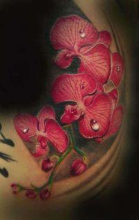 czerwone kwiaty tatuaże