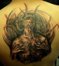 diabeł demon tatuaż na plecach