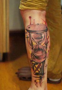 klepsydra tatuaż na nodze