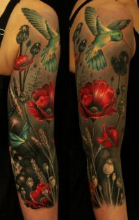 kolorowe tatuaże na ręce