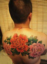 kwiatki tatuaże na plecach