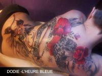 maki tatuaże kwiaty na plecach kobiety