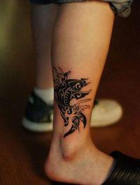 ryba koi tatuaż na stopie
