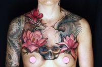 tatuaże czaszki i kwiaty
