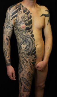tatuaż na połowie ciała