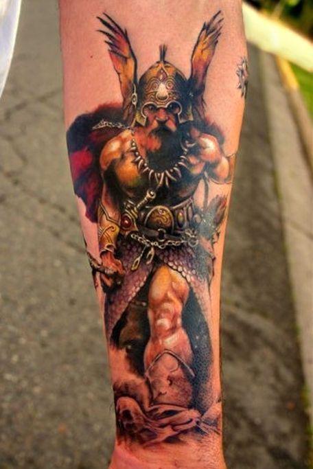 wiking tatuaż na przedramieniu