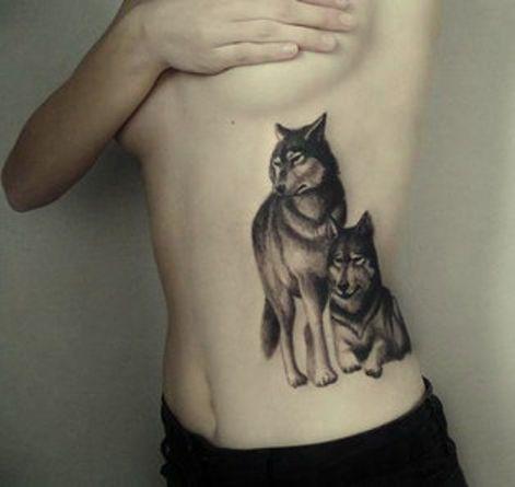Wilki Tatuaże Na żebrach