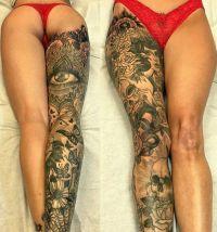 kobieta motyle i oko tatuaże na nodze