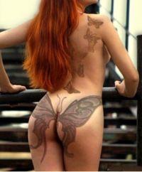 motyle tatuaże na pośladku i plecach